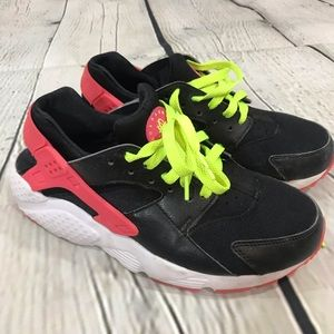 EUC 7Y NIKE HUARACHES black & pink rubber accents